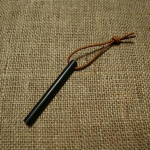 Křesadlo JUBÖ Bushcraft Firesteel Stick Barva: černá